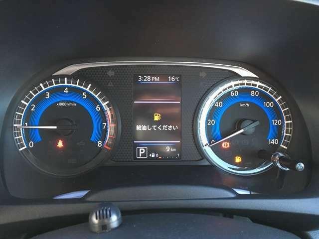 スタイリッシュなメーター類☆中央のインフォメーションディスプレイでは車輌状態の把握や衝突安全装備等の設定ができます☆