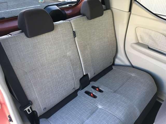 何しろ軽自動車なので、後席の広さも気になるところ★ゆったり過ごせるだけのスペースが確保されているので、ぜひご確認ください♪♪