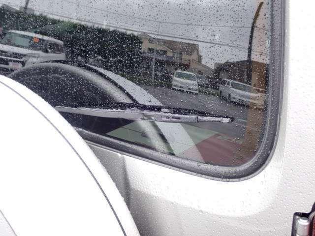 雨の日のバックも視界スッキリ、リヤワイパー♪