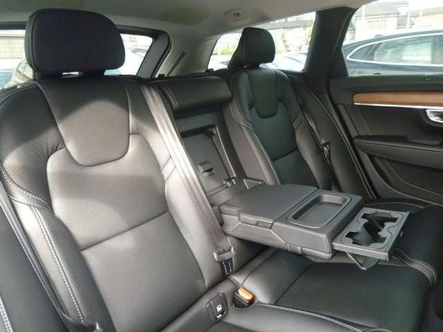 広々としたキャビンスペースと安全性に優れたボルボ独自のエアバッグシステム!