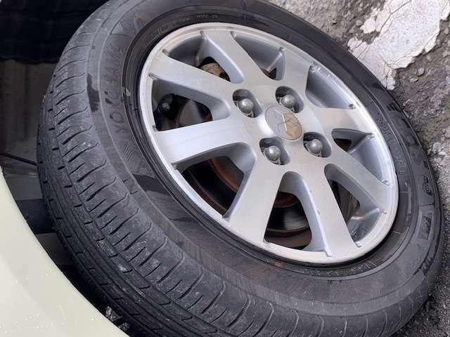 タイヤ4本ともまだまだ残っていますブレーキPADは新品交換しました