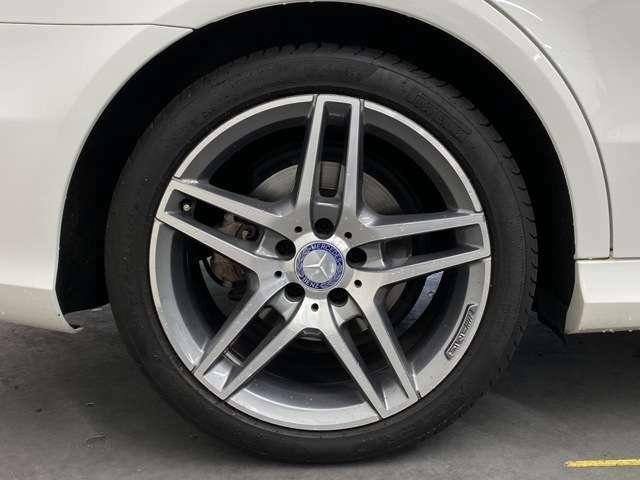 AMGスポーツPKGに装備される5スポーク18インチアルミとスポーツサスペンション!