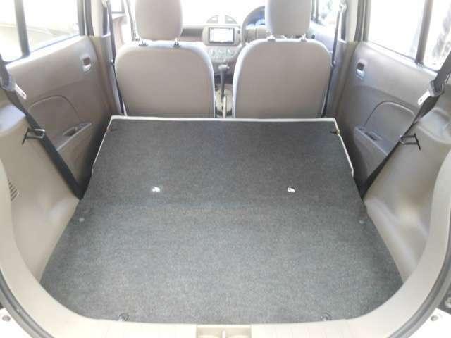 リアシートを畳めばフラットな広~いスペースが出来ます!!