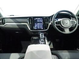 2020年モデルV60T6ツインエンジン(PHEV)AWDインスクリプションが入庫しました!ペブルグレーの外装色に黒本革シートはV60にさらに上品さが増します。是非ご検討を!!