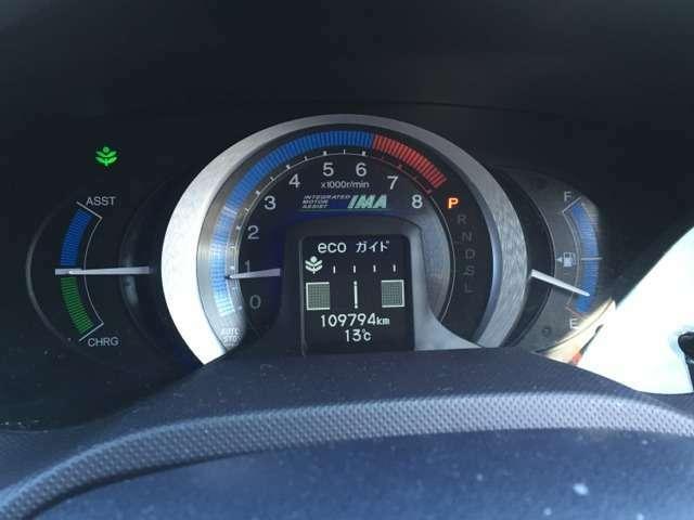 ECOな走りを意識できる見やすいインジゲーターとなっているメーター周りです!全車走行距離管理システムにて点検済みです。走行距離の状態もしっかりとチェックをおこなってますので安心してください。