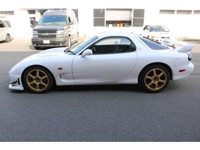 スポーツカーの事ならスポーツカー専門店のフジカーズジャパン広島店までお気軽にお電話ください♪