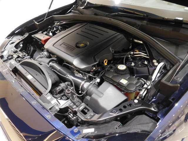 インジ二ウム2.0リッター4気筒ターボ・クリーンディーゼル。出力180ps、トルク430N・m(カタログ値)の力強いオールアルミエンジンは、新設された自社工場で生産されています。