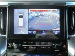 パノラミックビューモニターになります。上から車両を見下ろしたような映像をナビ画面に表示致します。(左右確認サポート+シースルービュー機能付き)