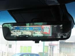 デジタルインナーミラーになります。車両後方カメラの映像をインナーミラー内のディスプレイに表示致します。