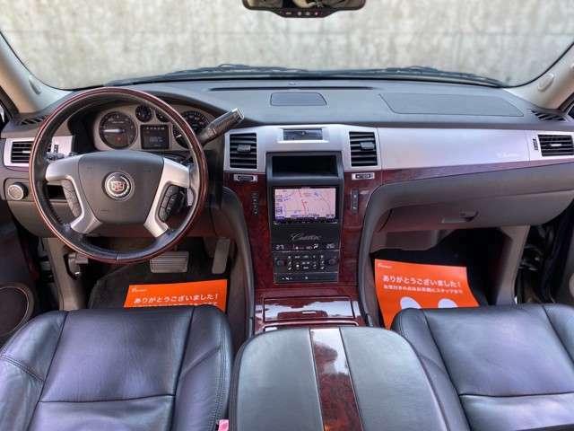 内装は高級感があります。広々と運転し易く、ご覧になって頂ければ良さを分かって頂けます。ご連絡お待ち致しております。TEL072-361-8419