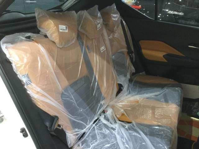 トランクには荷物を隠せるトノボードが付いています。
