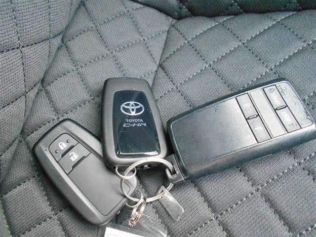 【スマートキー】人気装備のスマートキー付!荷物を持っている時や手が空いていない時に、カバンやポケットに入れたままでも鍵の開閉が出来ます♪