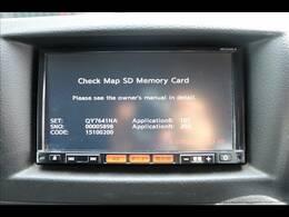 日産純正ナビを装備しております。フルセグ、ブルートゥース接続可、DVD再生も可能です。バックカメラを装備しておりますので車庫入れが不安な方でも後方確認が容易に行えます。
