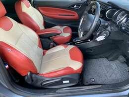 シートはホールド感があり座り心地がよいです♪肘置きも付いておりますのでゆったり運転する事ができますね♪