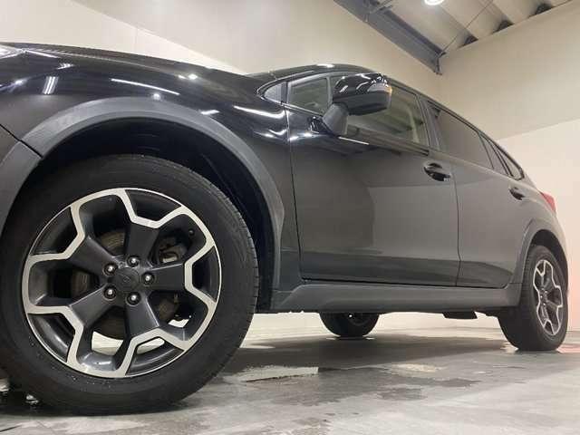 ホイルは純正17インチアルミホイルになります。タイヤは夏冬セットでお付けしますので、余計な出費もかさまず安心です。タイヤサイズ225-55-17。
