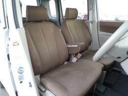 広々とした運転席はドライブの疲労を軽減してくれます!