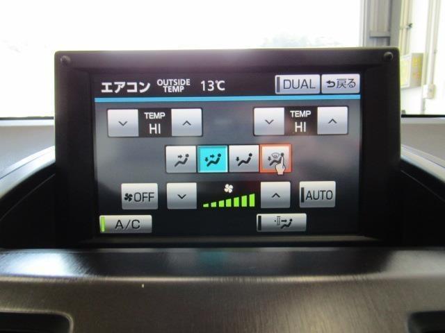 左右独立温度コントロールフルオートエアコンです。運転席・助手席それぞれ独立して温度設定が行えるので、助手席の大切な方も快適な室温でおくつろぎいただけます。