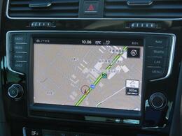 8インチの大型フルカラVolkswagen純正インフォテイメントシステムDiscover Pro搭載。8インチ大型フルカラータッチスクリーン。車両を総合的に管理する総合システム。App-Connectも装備されています。