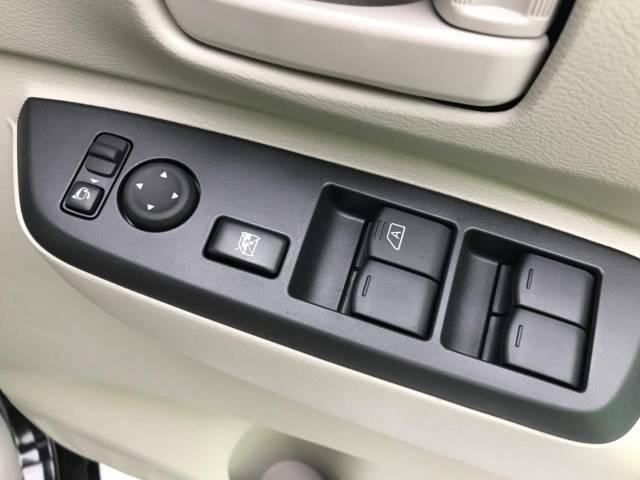 【電動格納ドアミラー】ボタン操作でミラーの角度調整・開閉が可能です!!