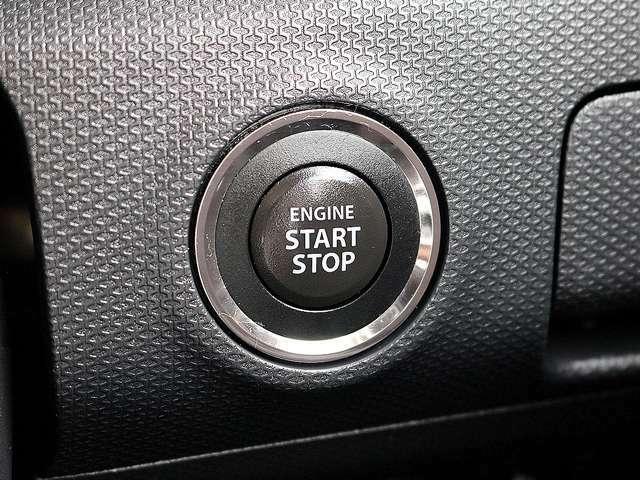 【プッシュスタート装備車】鍵を持っているだけで、ワンタッチでエンジン始動が出来る優れものです。イチイチ鍵を出す手間も無くなり、一度使うと手放せない大変便利で快適な装備です。