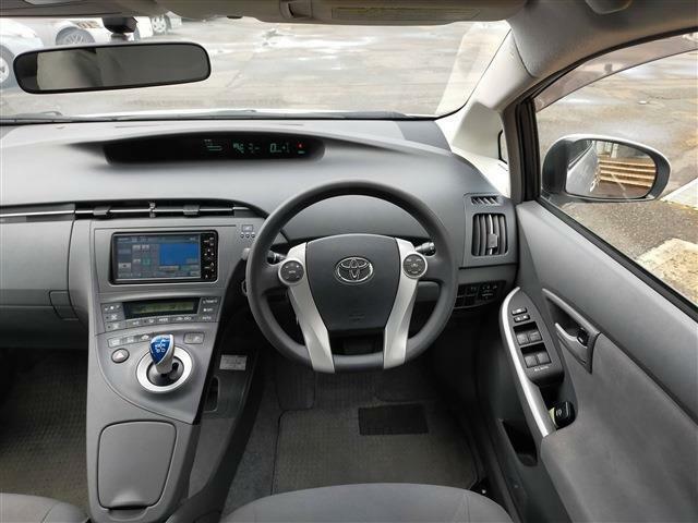 当社は輸入車・国産車の正規ディーラーも運営しており、指定整備工場・認証工場を取得しております。納車前、納車後の点検・車検もお任せください!