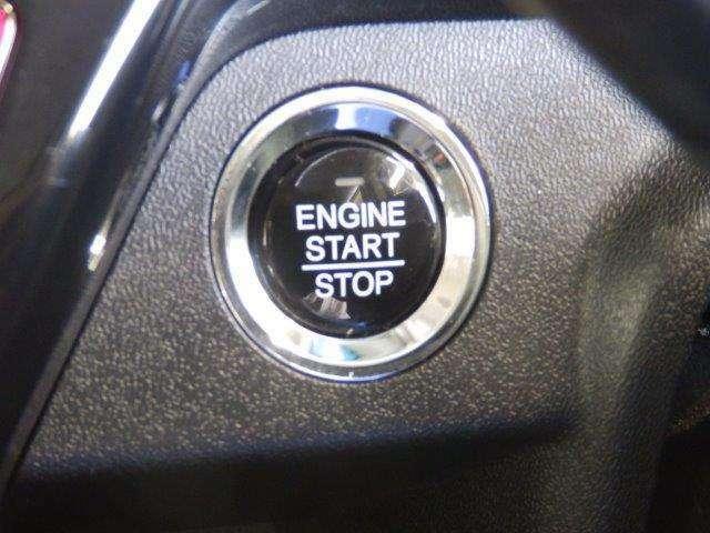 エンジンのスタート・ストップはこのボタンを押すだけ!かっこ良くないですか?