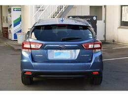 後退時ブレーキアシスト。後退時 車体後部に装着されたソナーセンサーが障害物を検知。衝突に危険がある場合はブレーキをかけ 衝突回避または被害を軽減します。