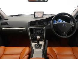 希少価値有り!2005年式モデルのV70Rが入庫しました!出力300馬力の高性能エンジンで、走行距離も2万キロ以下!内装もオシャレなオレンジの本革を採用しており、非常に綺麗な状態です♪