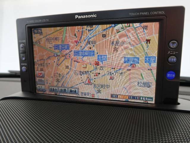 パナソニック製DVDナビゲーションシステム装備でダッシュボード上にモニターがあり目線の移動も少なく大変見やすくなっております。