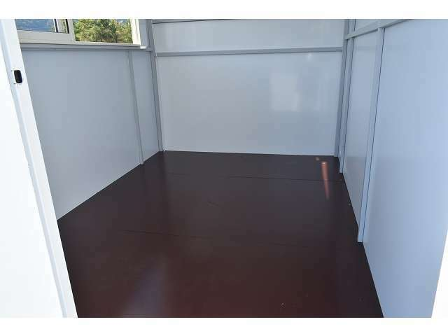 室内寸法は2400mm×1630mm×1960mmとなります♪