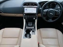JAGUARの『XE』ディーゼルモデルを認定中古車でご紹介!ACC、SSDナビ、サンルーフ、純正18AW、前席シートヒーター、MERIDIANサウンド、メモリー付きパワーシート、