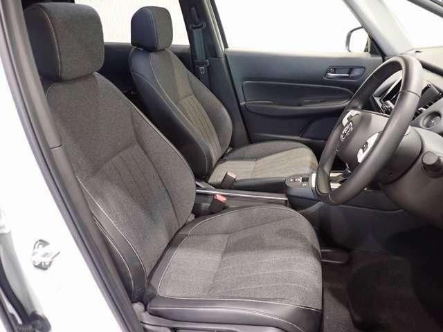長時間座っても疲れにくい構造のフロントシートです。