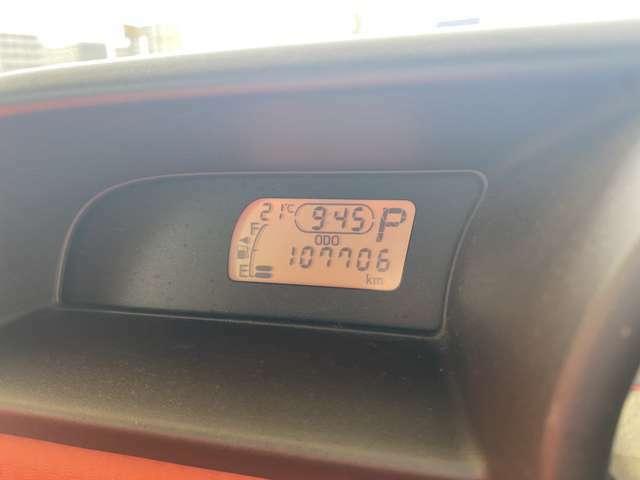 走行距離107710kmです、タイミングチェーン式エンジンですので10万km毎のタイミングベルト交換は必要ありません、安心して乗っていただけます。