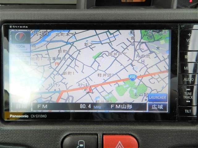 社外SDナビ(パナソニック・ストラーダCN-S310WD)付。フルセグTVも視聴できます。CD・DVDの再生が可能です。ブルートゥース接続が可能です。
