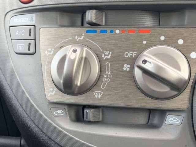 「エアコン」操作が簡単で、回すだけで温風、冷風を切り替えできます。