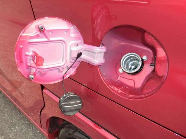 燃料キャップは車体と連結されており、閉め忘れることはありません。