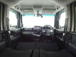 ブラック基調の広々室内!軽自動車ですが、とても快適ですよ!