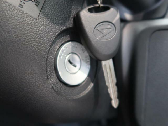【キーレスエントリー】リモコンキーのボタンで集中ドアロックを施錠・解錠できます。