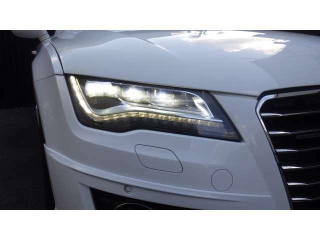 夜間走行も安心なLEDヘッドランプ&LEDデイライトで明るく視界が良くなります。