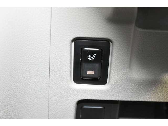 運転席シートにはシートヒーターを装備★☆寒い冬には温まります♪