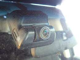 【ドライブレコーダー】映像・音声などを記録する自動車用の装置です。 もしもの事故の際の記録はもちろん、旅行の際の思い出としてドライブの映像を楽しむことができます。