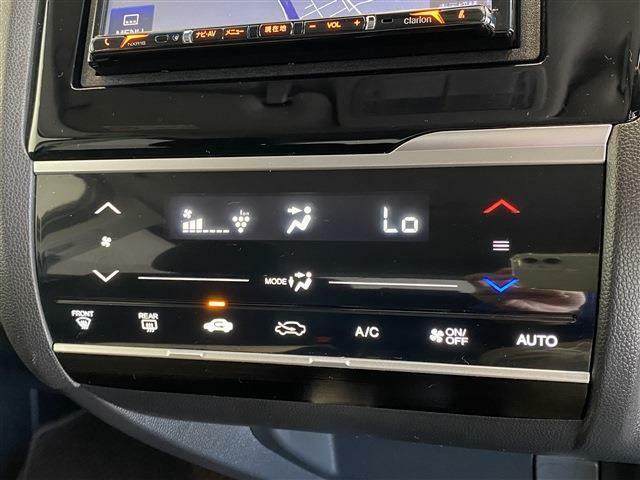 【オートエアコン】 温度設定のみで車が快適な空調を設定してくれます!!夏も冬も快適ですよ!!
