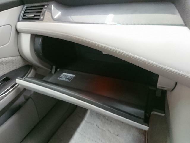 収納もあり、車検証+α収納可能です!