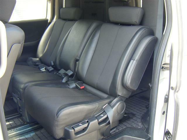 後部座席シートになります