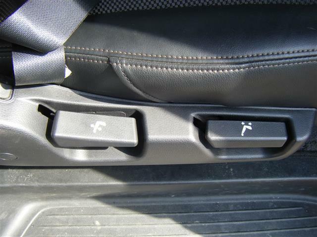 後部座席シートのレバー類です