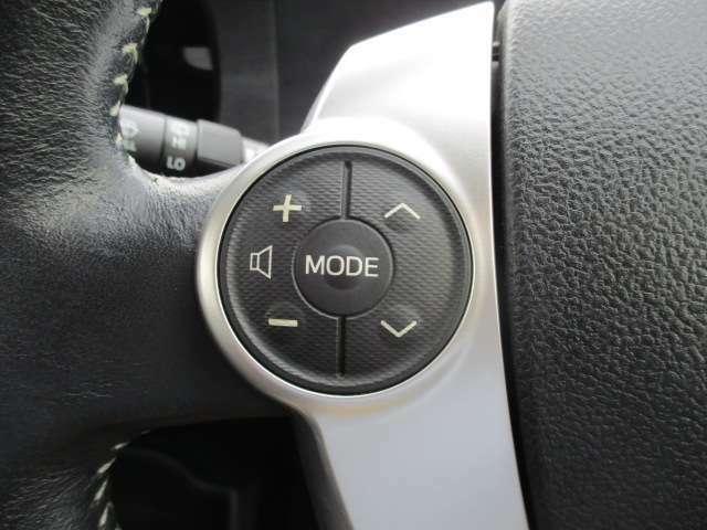 ステアリングスイッチ付いております!オーディオの音量調整やチャンネル変更はハンドルのボタンでできちゃいます!使い始めると便利です!