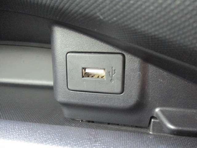 USBポートも今では標準装備!ナビゲーションと繋がります!