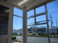 定期的な消毒と窓を開放し清潔な環境作りをしております。