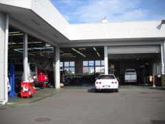 店舗に併設のサービス工場有り。納車前整備やその後のメンテナンスも安心しておまかせください。