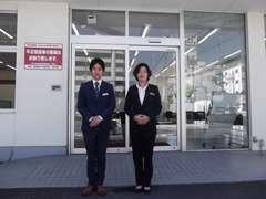 販売スタッフの鈴木と店長の元古が皆様のご来店をお待ちしてます